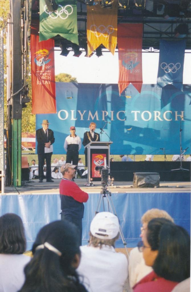 PRS118_095_001: Lord Mayor Lorraine Wearne at Parramatta Olympics Festival, 2000 (City of Parramatta Council Archives)