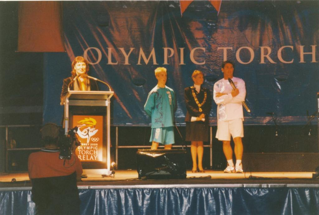 PRS118_108_001: Sydney Olympics Torch Relay in Parramatta, 2000 (City of Parramatta Council Archives)
