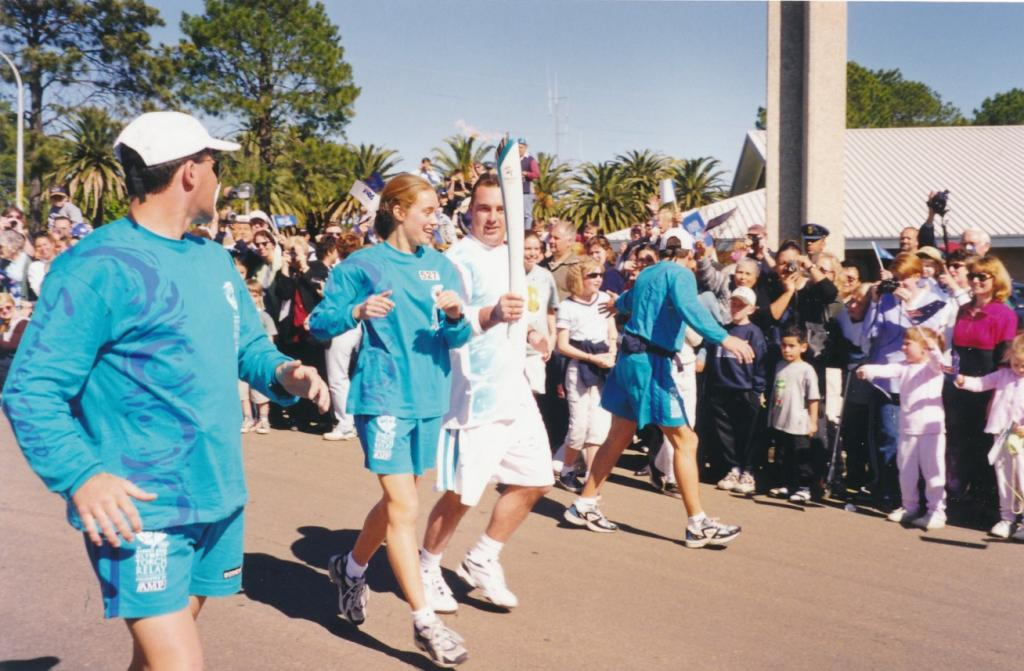 PRS118_115_002: Sydney Olympics Torch Relay in Parramatta, 2000 (City of Parramatta Council Archives)
