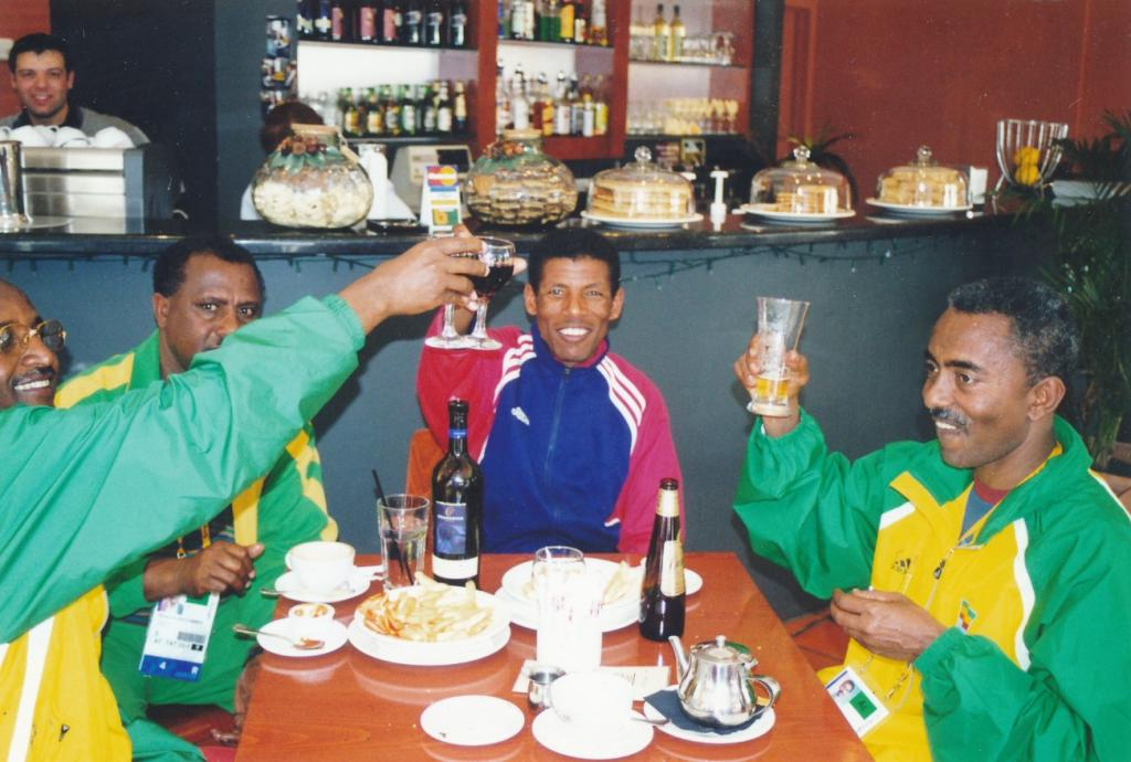 PRS118_092_001: Members of the Mexican Olympics team dining out in Parramatta, 2000 (City of Parramatta Council Archives)