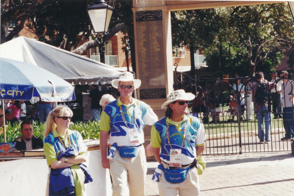 PRS118_096_001: Official volunteers at Parramatta Olympics Festival, 2000 (City of Parramatta Council Archives)