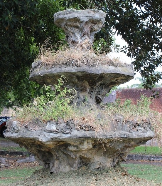 Rusticated fountain, Greenup Drive